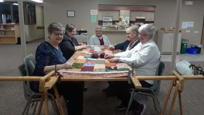 Smiling quilters_l